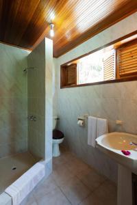 Ein Badezimmer in der Unterkunft La Villa Mille Etoiles