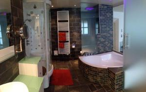 Ein Badezimmer in der Unterkunft City-Center Apartments