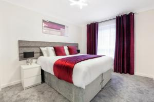 A bed or beds in a room at Vkm Apartments