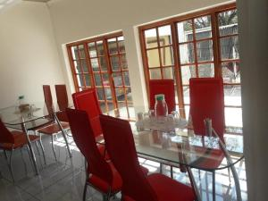 A restaurant or other place to eat at Amogelang Guest House