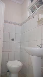 Um banheiro em Chalés e Kitnet da Margarida
