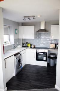 A kitchen or kitchenette at No.27 Ayr Beach - Coorie Doon