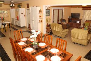 A restaurant or other place to eat at Lagoona Villa