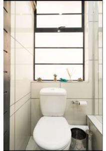 Vonios kambarys apgyvendinimo įstaigoje Modern Apartment in heart of City Free Parking