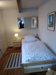 Ein Bett oder Betten in einem Zimmer der Unterkunft Campen Cottage