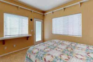 A bed or beds in a room at Pismo Sands