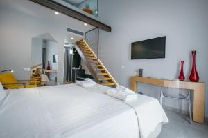 A bed or beds in a room at Daluz Boutique Hotel