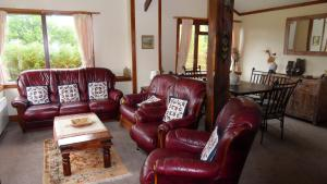 A seating area at Meadowside Cottages