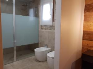 Un baño de Les Muntades