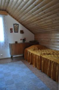 A bed or beds in a room at Ylä-Koivula