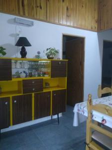 Una cocina o kitchenette en Casa de Alquiler Cumelen