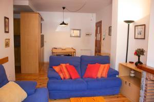 A seating area at Apartamentos Ball Benas Benasque