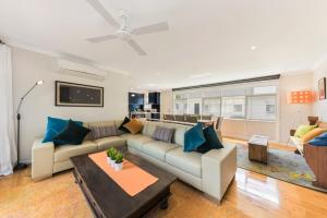 A seating area at Alice's Palace Ocean Grove holiday rental, 2-minute walk to lifeguard patrolled surf beach
