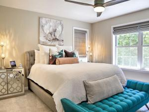 A bed or beds in a room at Warwick Retreat