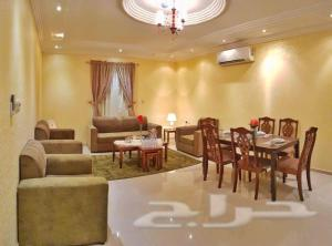 A restaurant or other place to eat at Nadra Furnished Apartments