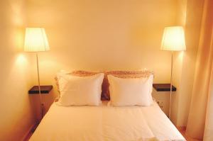 A bed or beds in a room at Casas do Moinho - Casas de Férias
