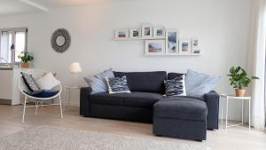 A seating area at Silver Breezes Apartment