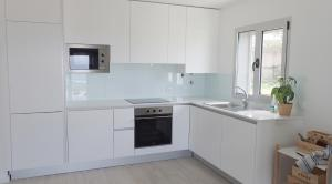 A kitchen or kitchenette at Silver Breezes Apartment