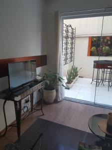 A television and/or entertainment center at Apartamento aconchegante