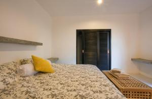 A bed or beds in a room at New POP Villas, Koh Tao