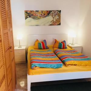 A bed or beds in a room at Aquamar