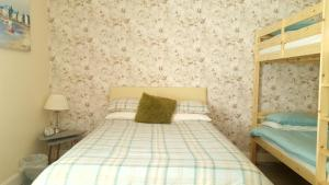 A bed or beds in a room at Balmara Apartment