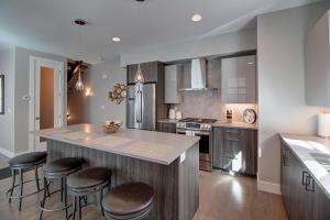 A kitchen or kitchenette at Elati 5