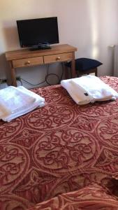 Una cama o camas en una habitación de Sarmiento