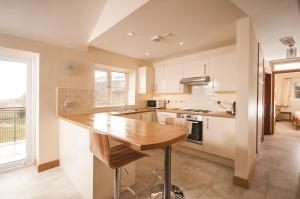 A kitchen or kitchenette at Panorama Cottages