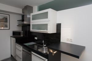 A kitchen or kitchenette at Gästehaus Happy Family