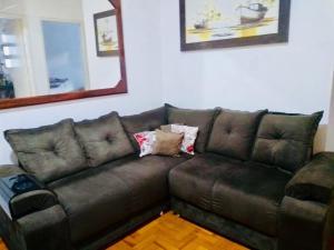 A seating area at Apartamento Prainha