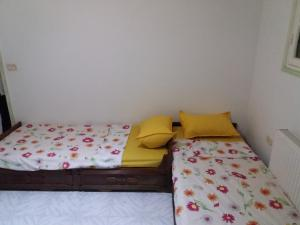 A bed or beds in a room at Appartement Meublé