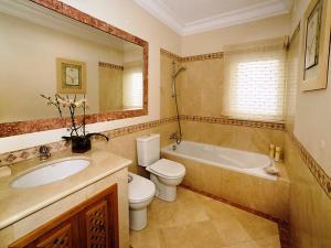 Un baño de Apartment Village 1 bed sea view