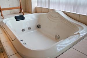 Un baño de 3 Dolphins