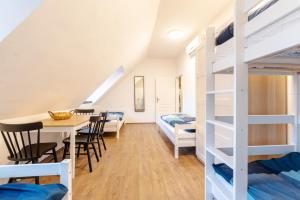 Uma ou mais camas em beliche em um quarto em Apart-Hostel ZERO