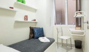 A bathroom at Suítes e Quartos na Avenida Carlos Gomes