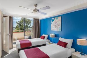 A bed or beds in a room at Waldorf Randwick Serviced Apartments