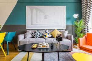 A seating area at Qingdao Shibei·Qingdao Wanda Plaza· Locals Apartment 00166560