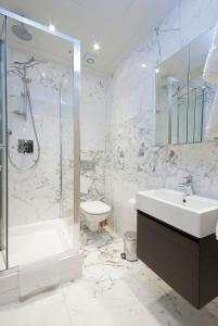 A bathroom at Claverley Court Apartment Knightsbridge