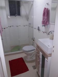 A bathroom at Ap. COMPLETO e ACONCHEGANTE