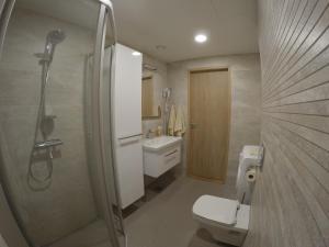 Kylpyhuone majoituspaikassa NordStar Apartments