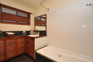 A bathroom at Talga Escape Rothbury with pool and views