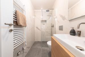 A bathroom at Mariva Downtown Studio