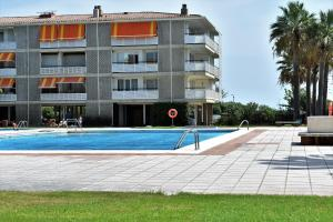 The swimming pool at or near Sanpan Be my Guest Castelldefels