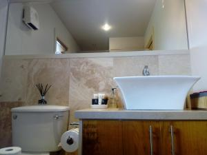A bathroom at Luxury Holiday Home Bantry