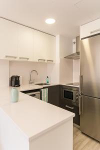 A kitchen or kitchenette at Pierre & Vacances Estartit Playa
