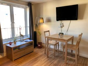 A television and/or entertainment center at 4 Person Apartment in the heart of Cardiff