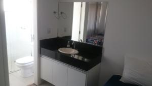 Um banheiro em Apartamentos Mirante de Escarpas