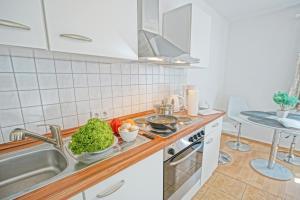 Küche/Küchenzeile in der Unterkunft Ferienwohnungen am Oderhaff