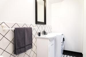 Vannas istaba naktsmītnē A9A (Audēju 9 apartamenti)